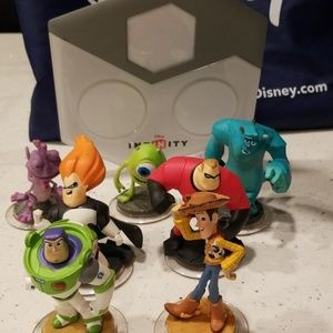 NEW Disney Infinity Figure Base WITH 7 Chatacters